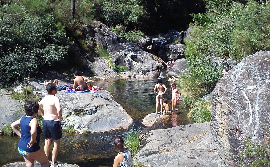 Pozas y cascadas en el r o pedras faros de galicia for Piscinas naturales y rios en madrid
